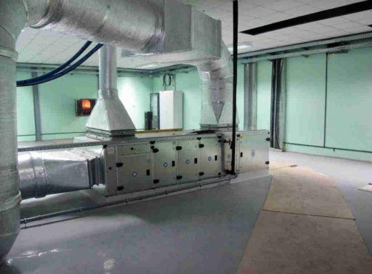Система вентиляции в медицинском центре